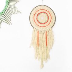 Deux nouveaux totems sont disponibles sur ma boutique Etsy ! 👉🏻totembypoppy #etsy #EtsyGift #shop #tissage #circle #weaving #tapestry #handwoven #wallweaving #textileart #handmade #wallhanging #fiberart #laploom #roving #wool #designer #maker #faitmain #madeinfrance #home #decoration #interior #interiordesign #weavingparis #paris #dreamcatcher #totem #totembypoppy #vscocam