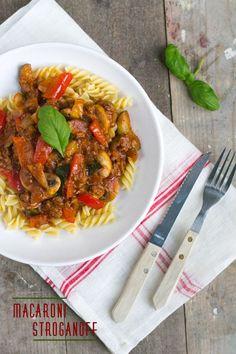De favoriete pasta met rode saus van mijn vriend. Maar dan zonder pakjes. Dat is deze macaroni stroganoff. We eten niet vaak uit pakjes. Maar soms wel. Een van de pakjes die we regelmatig kopen is het pakje macaroni stroganoff. Al een lange tijd wilde ik deze pasta zelf koken, zonder pakje. Om de een... LEES MEER...