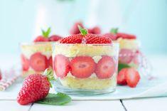 Aujourd'hui, on se retrouve pour une recette printanière et colorée: celle des mini-fraisiers en verrine! Pourquoi en verrine? Tout simplement par flemme! ha ha ha :-) Oui parce que bon, j'ai déjà publié une recette de fraisier sur ce blog et je n'avais...