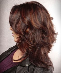 Long Wavy Casual Hairstyle - Dark Burgundy Red Hair Color with Red Highlights . Long Wavy Casual H Casual Updos For Long Hair, Short Hair Updo, Long Wavy Hair, Short Hair Styles Easy, Medium Hair Styles, Curly Hair Styles, Blonde Bayalage, Balayage Hair, Red Burgundy Hair Color