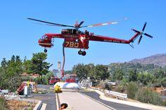 Skycrane at work Firefighter Paramedic, Wildland Firefighter, Erickson Air Crane, Aigle Animal, Train Truck, Fire Equipment, Military Helicopter, Emergency Vehicles, Fire Engine