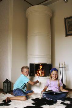 Energiatehokas kotimainen CE-merkitty Pönttöuuni, tunnelmallinen lämmönlähde. #habitare2014 #design #sisustus #messut #helsinki #messukeskus Decor, Living Room, Furniture, Cabin, Room, High Chair, Sweet Home, Inspiration, Fireplace