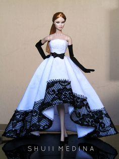 Barbie Dolls : Black and White Realness Barbie Fashionista, Beautiful Barbie Dolls, Vintage Barbie Dolls, Barbie Gowns, Barbie Dress, Diy Barbie Clothes, Doll Clothes, Fashion Royalty Dolls, Fashion Dolls