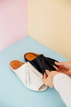 Miti Shoes Preview Verão 17. [ rasteira, franjas] #mitishoes #WestCoast