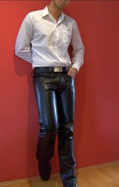 Tight Leather Pants, Faux Leather Pants, Black Faux Leather, Leather Jacket, Leather Fashion, Mens Fashion, Suit Shirts, Young Fashion, Bellisima
