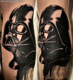Tatuaje de Darth Vader hecho por Ismael Hidalgo, de Barcelona (España). Si quieres ponerte en contacto con él para un tatuaje visita su perfil: http://www.zonatattoos.com/poker_tattoo #tatuajes #tattoos #ink #darthvader #starwars