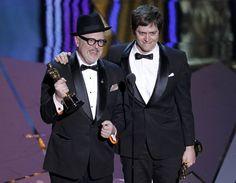 William Joyce y Brandon Oldenburg reciben el Oscar al Mejor Cortometraje de Animación por 'The Fantastic Flying Books of Mr. Morris Lessmore'. #Oscars