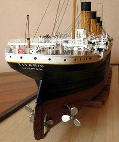 Entex RMS Titanic 1:350 Titanic Art, Titanic Model, Real Titanic, Titanic Photos, Scale Model Ships, Scale Models, Queen Elizabeth Cruise, Vintage Boats, Ghost Ship