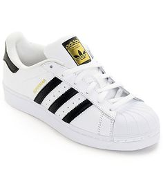 Bring a classic and iconic look to any casual outfit with the rebirth of the adidas Superstar shoes. These classic women's shoes feature a stylish white…