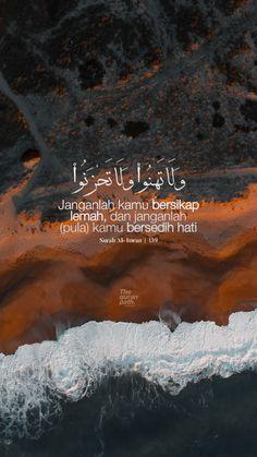 Quran Wallpaper, Islamic Quotes Wallpaper, Hadith Quotes, Muslim Quotes, Quran Quotes Inspirational, Arabic Quotes, Surah Al Quran, Quran Book, Beautiful Islamic Quotes