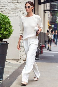 So wide-leg pants and flats do work ~Lily Aldridge wears a white sweater, loose white trousers, ballet flats, and white accessories~ Fashion Mode, Minimal Fashion, White Fashion, Look Fashion, Womens Fashion, Minimal Style, Net Fashion, Tokyo Fashion, Fashion Boots