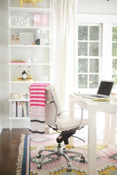 Clean and pretty home office   domino.com
