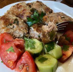 Μπιφτέκια σπέσιαλ !!!! ~ ΜΑΓΕΙΡΙΚΗ ΚΑΙ ΣΥΝΤΑΓΕΣ 2 Greek Recipes, Charleston, Potato Salad, Food And Drink, Chicken, Meat, Cooking, Ethnic Recipes, Greece