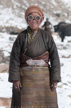 """douglas-macrae: """" High altitude Yak herder I met en route to Everest base camp- this was higher than or 16500 ft. -the Yaks seem to thrive in the thin air ©Douglas MacRae """" Costume Tribal, Folk Costume, Costumes, Yoga Studio Design, We Are The World, People Around The World, Tibet, Bohostyle, Tribal People"""