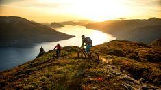 Die Landschaft Fjord Norwegens ist ein Fest für die Augen und Teil eines spannenden Mountainbike-Urlaubs - Sverre Hjørnevik