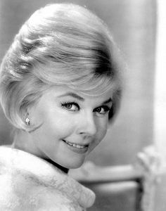 """Doris Day is an American actress, singer, and animal rights activist. Day began her career as a big band singer in Her popularity began to rise after her first hit recording """"Sentimental Journey"""", in Golden Age Of Hollywood, Hollywood Glamour, Hollywood Stars, Classic Hollywood, Old Hollywood, Old Movies, Great Movies, Divas, Hair Icon"""