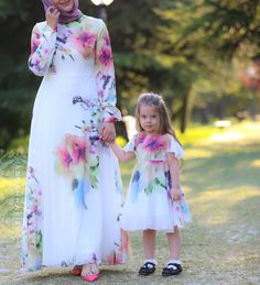 Little Silk Flower Dress - Source by daughter outfits fall Mommy Daughter Dresses, Mom And Baby Dresses, Mother Daughter Matching Outfits, Mother Daughter Fashion, Mom Dress, Mom Daughter, Flower Dresses, Women's Dresses, Fall Dresses