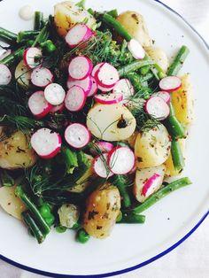 Herby Spring Potato Salad Vegan Jersey Royal Spring Salad recipe at Kitsunetsuki Kitchen Spring Salad, Summer Salads, Healthy Summer, Spring Food, Spring Summer, Vegetarian Recipes, Cooking Recipes, Healthy Recipes, Lentil Recipes