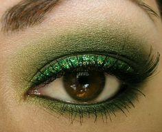 Lovely Metallic Green Eye Make - Up