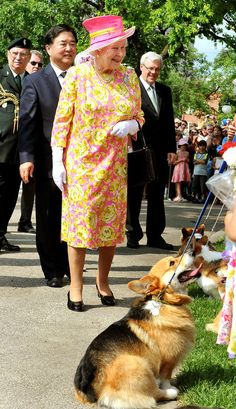 Queen Elizabeth II chats to Corgi owners. July 3, 2010 in Winnipeg, Canada. AKA EVERYTHING THAT IS LOVABLE IS THIS PHOTO. HATS. BRITISHNESS. CORGIS. Submitted by http://elizabethii.tumblr.com/