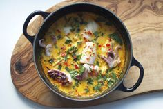 Squid moqueca - going to try it with fish instead Potato Rice, Fish Stew, Shellfish Recipes, Healthy Grains, Healthy Sugar, Mets, Nut Butter, Saveur, Fish And Seafood