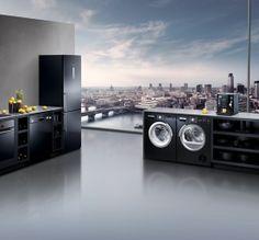 Black is beautiful. //  Schön in schwarz. #kitchen #design #enjoysiemens