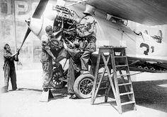 Spain - 1936. - GC - ZONA REPUBLICANA.- Los mecánicos ponen a punto un Breguet XIX, perteneciente a la 2ª escuadrilla, con base en Getafe.- (Sin fecha, hacia 1936)