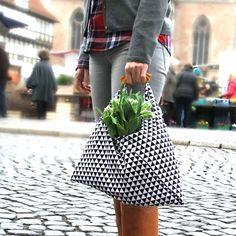 Seit ich mit meinem Stoffgeschäft an den Altstadtmarkt in Braunschweig gezogen bin, komme ich endlich wieder dazu, auf dem Wochenmarkt einkaufen zu gehen.   Was zu meinen geliebten Bonner Zeiten tagtägliches Ritual vor oder nach der Arbeit war, ist hier in Braunschweig nur an ausgewählten Tagen und wechselnden Standorten möglich. Immerhin: Mittwochs und Samstags füllt sich der Platz vor mei ...