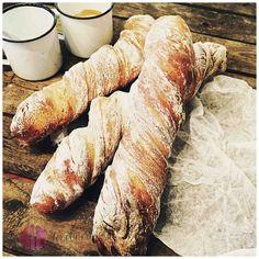 Immer frisch gebackenes Brot auf dem Tisch? Mit dem Rezept zum Zwirbelbrot habt ihr im Handumdrehen ein knuspriges Brot auf dem Tisch.