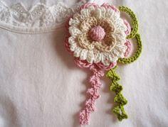 Broche #crochet flor rosa y blanco. Broche #boho chic diseño original de DIDIcrochet,