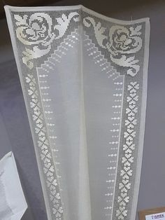Filet Crochet, Crochet Lace, Hardanger Embroidery, Bargello, Needlework, Projects To Try, Crochet Patterns, Cross Stitch Embroidery, Lace