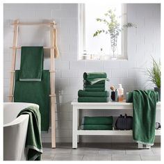 VIKFJÄRD Bath towel, green, There's no better way to top the experience of a quick wash-up or refreshing shower than with a soft and highly absorbent towel. This one is accented with a border for a touch of luxury and quality feel. Bathroom Towel Decor, Green Bath Towels, Furnishings, Green Bathroom Decor, Towel, Green Towels Bathroom, Dark Green Towels, Ikea, Home Furnishings