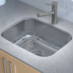 """Stainless Steel 23"""" x 18"""" Undermount Kitchen Sink with Drain Assembly"""
