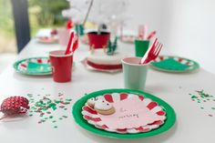 red and White Classic Christmas Christmas Party Table, Paper Decorations, Modern Classic, Diy Party, Pretty Little, Gingerbread Cookies, Red And White, Create, Blog