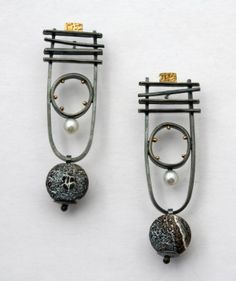 Love the mix of metals with pearl and stone. These are a really versatile pair of earrings that still make a statement.