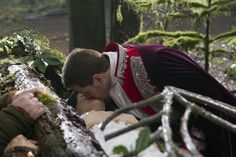 Ginnifer Goodwin as Snow White and Josh Dallas as Prince Charming in Once Upon a Time Season 1