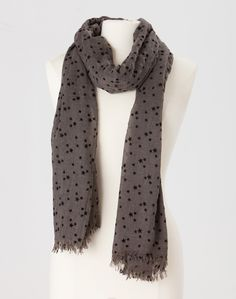857997542b43 1.2.3 Paris - Les accessoires automne hiver 2013 - Foulard Marion 29€   123paris  mode  kaki  imprime  etoiles