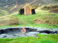 Guðrúnarlaug Hot-tub - the Saga Hot-tub in West-Iceland Hot tubs in Iceland - Guðrúnarlaug. Guide To Iceland, Iceland Travel Tips, Iceland Road Trip, The Places Youll Go, Places To Visit, Gros Morne, West Iceland, North Iceland, Iceland Adventures