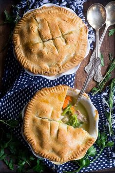 This paleo chicken pot pie has grain free flaky buttery crust and creamy savory dairy free filling with chicken and veggies. Chicken Curry, Butter Chicken, Paleo Recipes, Whole Food Recipes, Paleo Meals, Free Recipes, Crockpot Recipes, Grain Free, Dairy Free