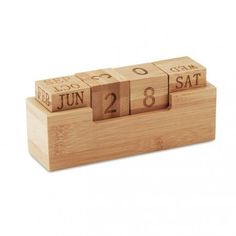 Karenda - calculadora Calendar Pad, Desktop Calendar, Diy Wall Art, Wood Wall Art, Cadeau Client, Wood Crafts, Diy And Crafts, Pot A Crayon, Perpetual Calendar