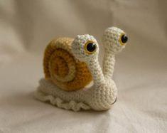 Chicken Amigurumi Crochet Pattern by TheLoftyLoop on Etsy Crochet Snail, Giraffe Crochet, Cute Crochet, Crochet Animals, Crochet Crafts, Crochet Projects, Dog Crochet, Crochet Animal Patterns, Stuffed Animal Patterns