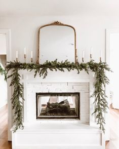 Farmhouse Christmas Fireplace Christmas decorations r a c h e l Winter Home Decor, Winter House, Christmas Mantels, Christmas Home, Xmas, Christmas Vacation, Modern Christmas, Deco Table Noel, Minimalist Christmas