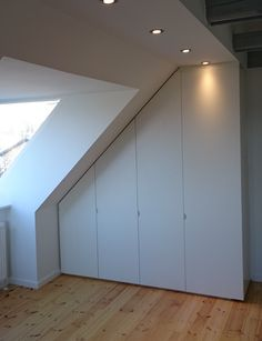 Billedresultat for skråvægge Attic Bedroom Designs, Attic Bedrooms, Loft Room, Attic Loft, Diy Loft Conversion, Loft Interiors, House Rooms, Home Living Room, Ideal Home