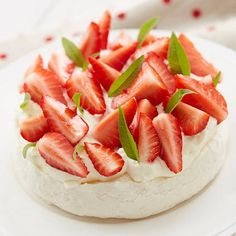 Want to make chocolate cakes or tarts by yourself? Visit our Recipes for instructions on making Strawberry Pavlova with Valrhona Ivoire white chocolate. Chocolate Cacao, Valrhona Chocolate, French Chocolate, Tasty Chocolate Cake, Chocolate Recipes, White Chocolate, Homemade Desserts, Gluten Free Desserts, Strawberry Pavlova