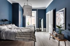I would love to paint my whole bedroom in a dark colour, but that won't happen…