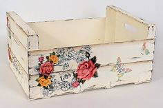 De Todo, Un Poco .: Reutilizando cajones de madera De Todo, Un . Decoupage Art, Decoupage Vintage, Wood Crates, Wood Boxes, Craft Projects, Projects To Try, Popular Crafts, Pretty Box, Painting On Wood