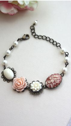 Pretty idea for making bracelet. Can use old jewellery or vintage buttons for this.