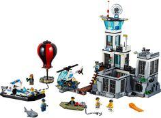 LEGO City Politie Gevangeniseiland 60130 Hou de boeven in de gaten op het LEGO Politie Eiland! Met de City Gevangenisgebouw van 2 etages met cel en binnenplaats, helikopterplatform met helikopter, 2 boten, heteluchtballon, 8 minifiguren en meer hebben de LEGO Fans uren speelplezier en met 754 bouwsteentjes is het een leuke uitdaging om te bouwen. https://www.olgo.nl online LEGO Shop