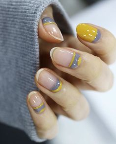 #halfcutnails #friedeggnails, yellow and gray nails, yellow and gray manicure, short nails, yellow and gray nail design