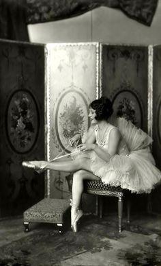 Dancer 1920's #ballet
